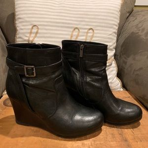 Kenneth Cole Reaction Wedge Boots